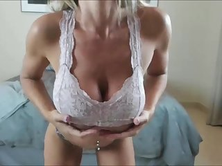 A real milf blonde non-native USA that has huge natural tits together with big curvy ass