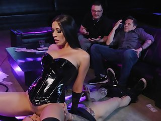 After striptease Rachel Starr gets her pussy pleased by her client
